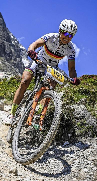 Nach gutem Start fuhr sie zunächst auf...nbikerin Sabine Spitz in Val di Sole      Foto: www.sportfotograf.de
