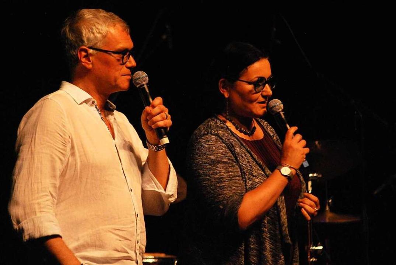 Markus Muffler und Eléonora Rossi mit ...ar einleitenden Worten vor dem Konzert  | Foto: Thomas Loisl Mink