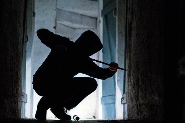 Einbrecher steigen in Autowerkstatt im Gewerbegebiet Grütt ein