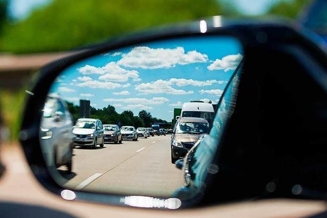 Reiseverkehr rollt - Autofahrer brauchen am Wochenende Geduld