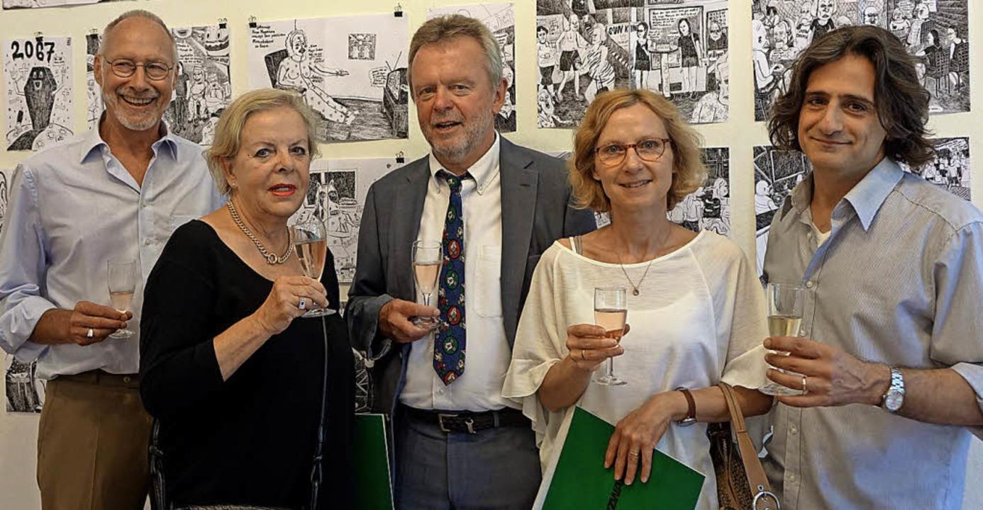 Stießen auf 50 Jahre Kunstverein an: H...ze-Vorsitzende Tom Ferraro (von links)  | Foto: Roswitha Frey