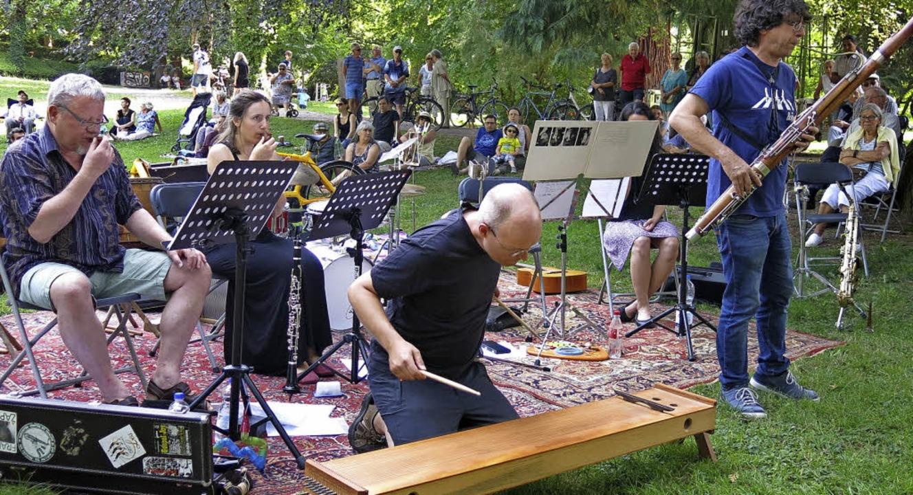 Des Apfels Kern mit Pavillon-Klängen im Stadtgarten  | Foto: Georg Voß