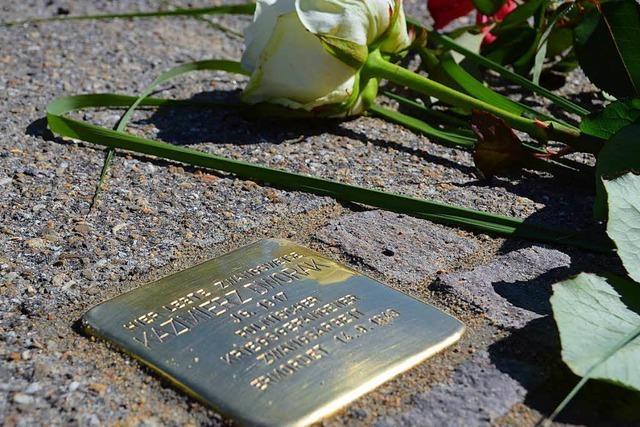 In Denzlingen erinnern drei neue Stolpersteine an Opfer der Nazis