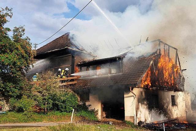 Millionenschaden bei Scheunenbrand auf Bauernhof in Höchenschwand