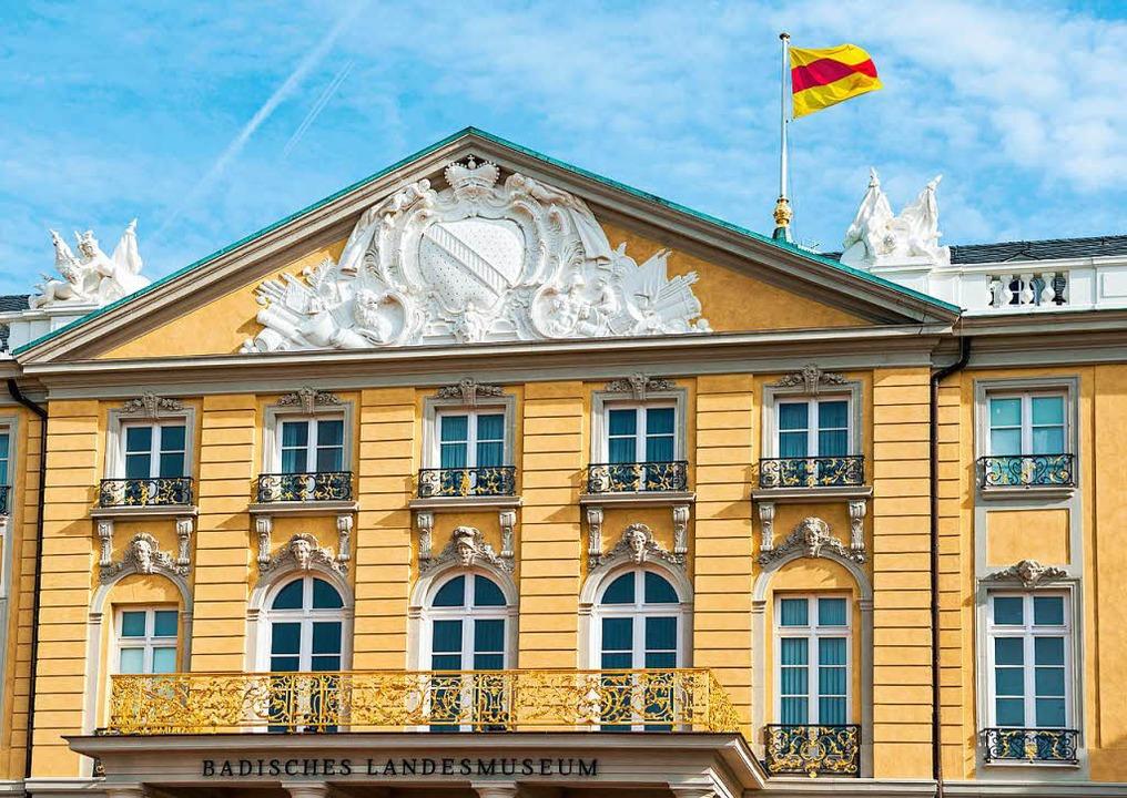 Die badische Flagge auf dem Schloss in Karlsruhe  | Foto: dpa