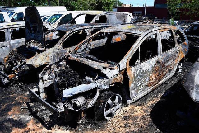 Polizei ermittelt Verdächtigen nach Autobränden in Freiburg-Hochdorf