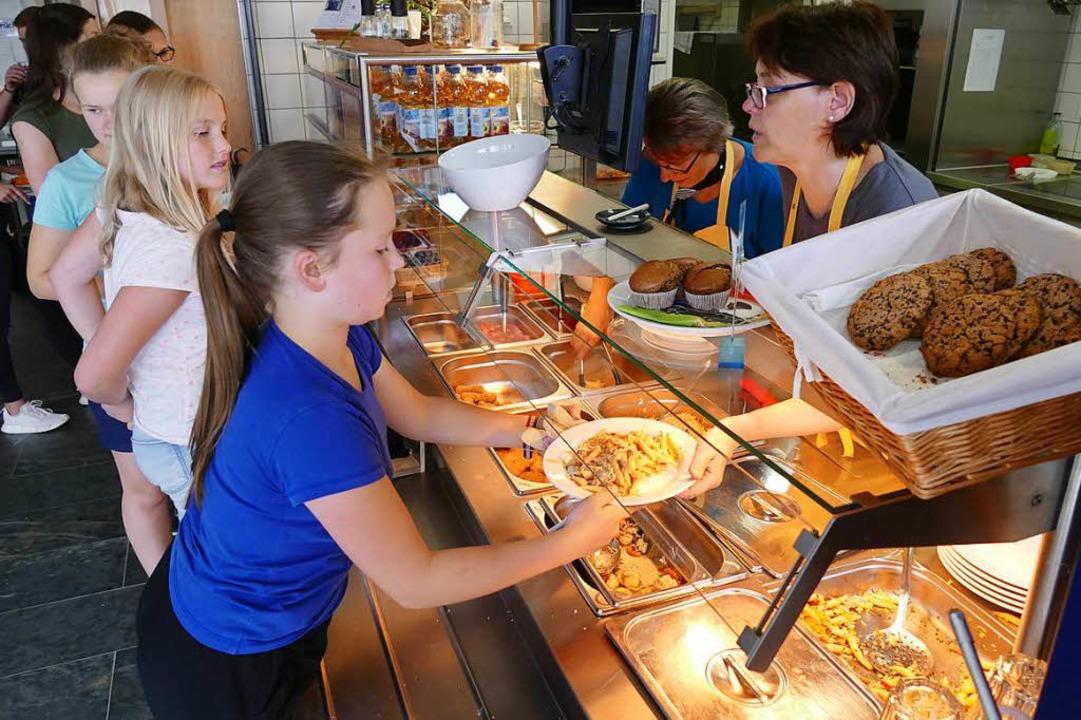 Bei Köchin Annette Kiefer  können die ...zel, Pasta und einigem mehr auswählen.  | Foto: Sattelberger
