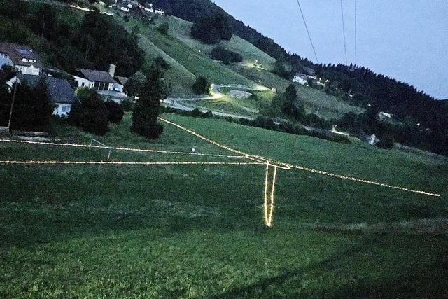 Windkraftanlage aus Lichterketten