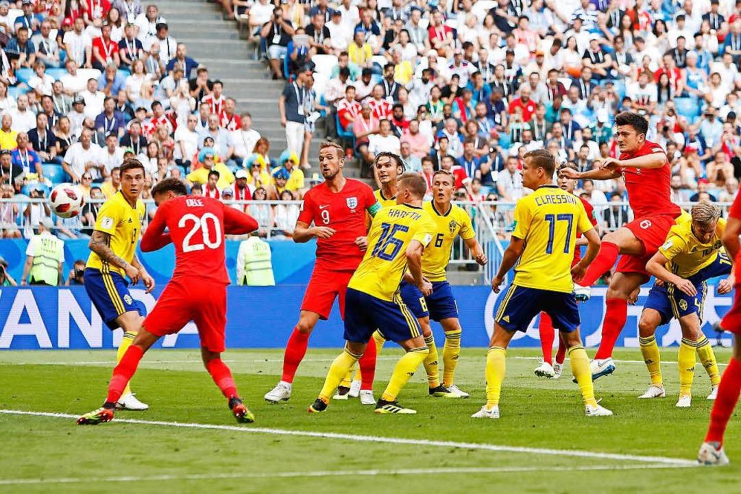 Umzingelt von fünf Schweden kommt Harr... im Viertelfinalspiel gegen Schweden.   | Foto: dpa