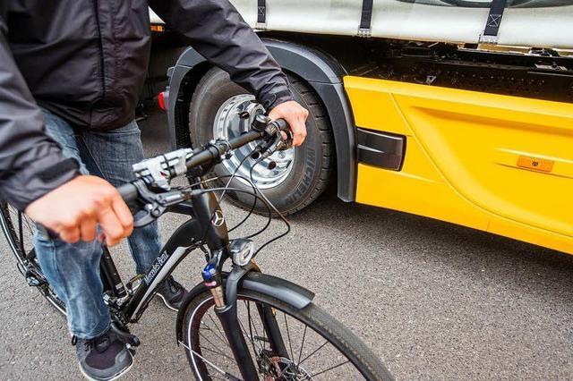 Lastwagen ohne Abbiegesysteme sollte die Zufahrt verwehrt werden