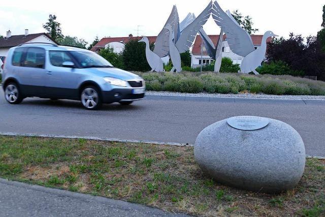 Das Entenei am Eimeldinger Kreisverkehr muss weg