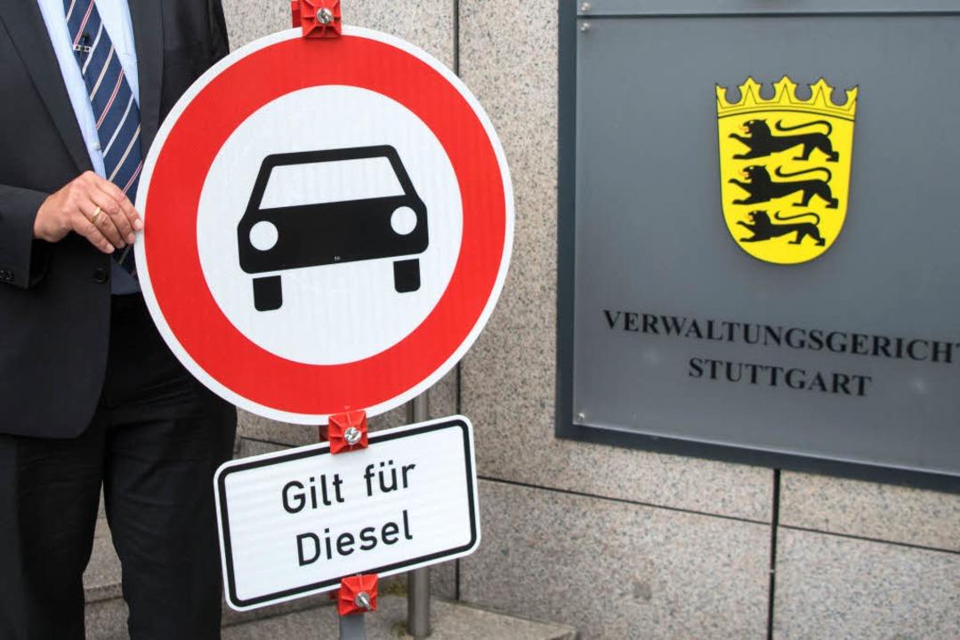 Ab 2019 sind Diesel-Autos der Euro-Abg...t mehr auf Stuttgarts Straßen erlaubt.  | Foto: dpa