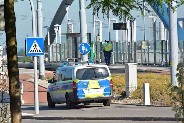 Bahnhof gesperrt wegen Flüchtlingen im Güterzug