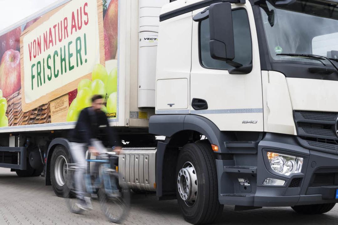 Aus dem Cockpit eines Lkw sind Radfahrer oft nicht zu sehen.  | Foto: obs