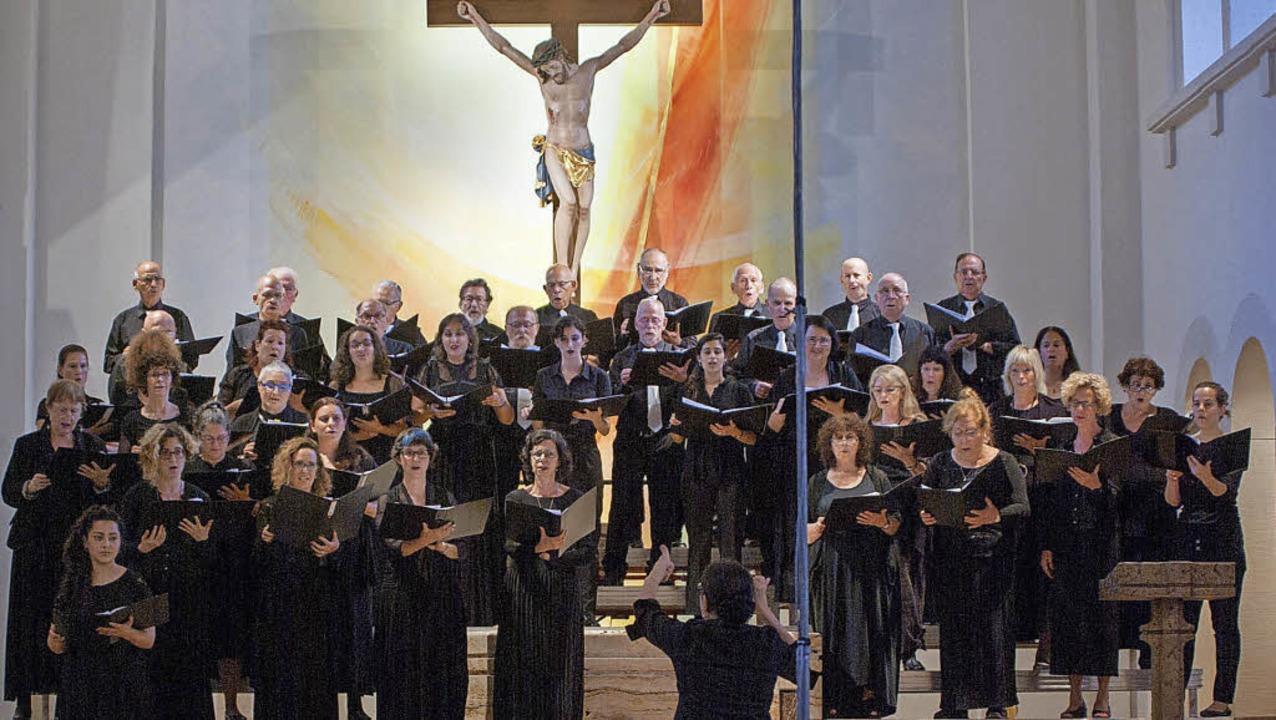 Ma'ayan Chor aus Tel Aviv in Lenzkirch mit Dirigentin Anat Moragh    Foto: Bernhard Kleine