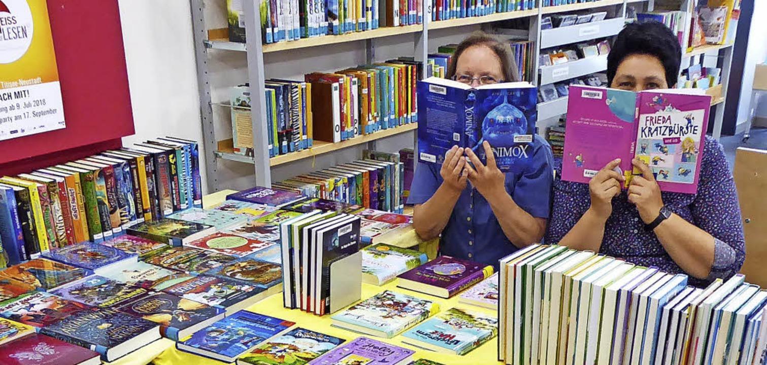 Bücher, Bücher, Bücher: Brigitte Schnä...ktüre für die Ferien auswählen können     Foto: Peter Stellmach