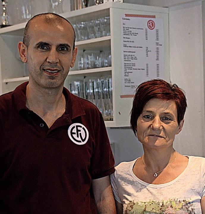 Das neue Wirtepaar im FVE-Vereinsheim: Ako Othmann und Christa Günther  | Foto: FV Ettenheim