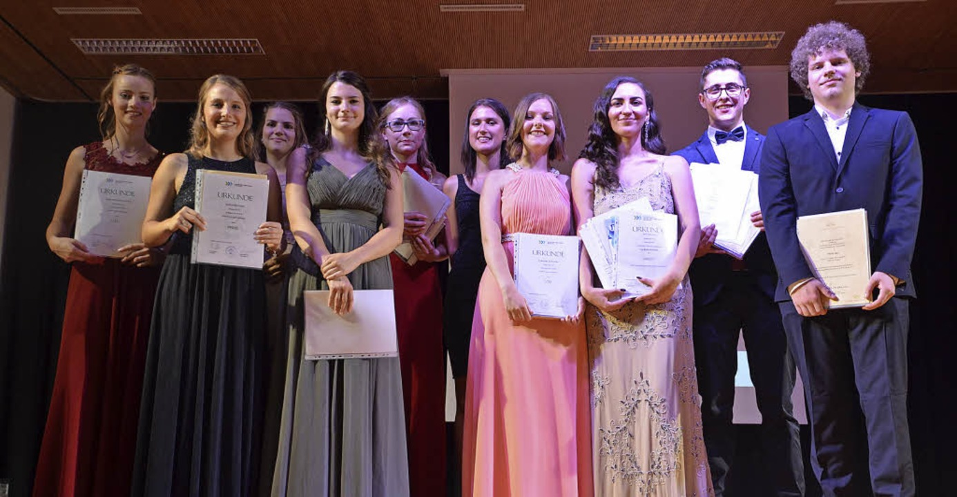 Mit Lob und Preis wurden in der Justus...olaj Jäger (von links) ausgezeichnet.   | Foto: Heidrun Glaser