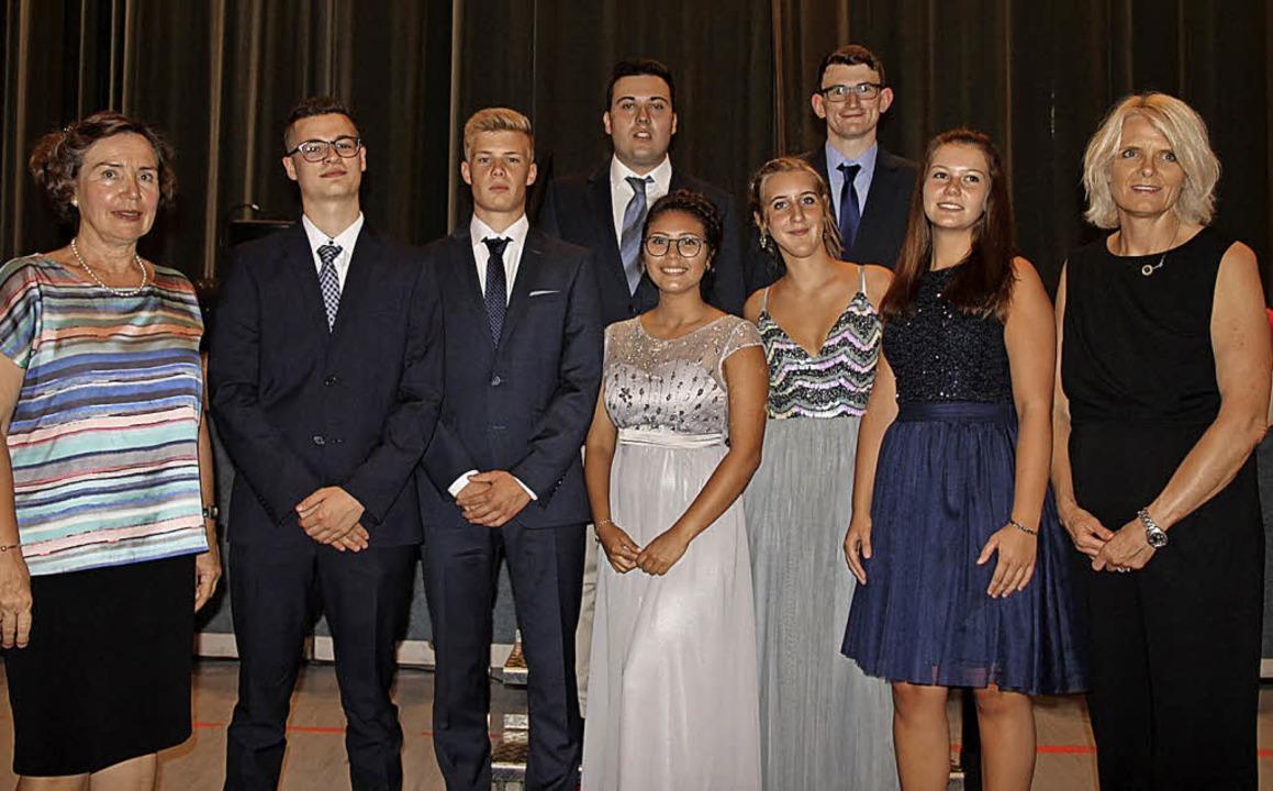 Im Wirtschaftsgymnasium ehrten Isabell...atter, Mira Preusse und Fabienne Mohr     Foto: Manfred Dinort
