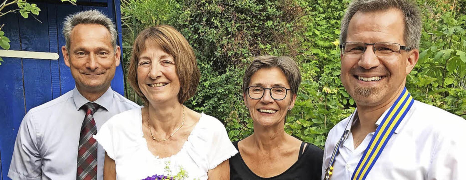 <BZ-FotoAnlauf>Rotary club in Krozinge...gnierten Nachfolgerin Barbara Schweer   | Foto: Frank Rischmüller
