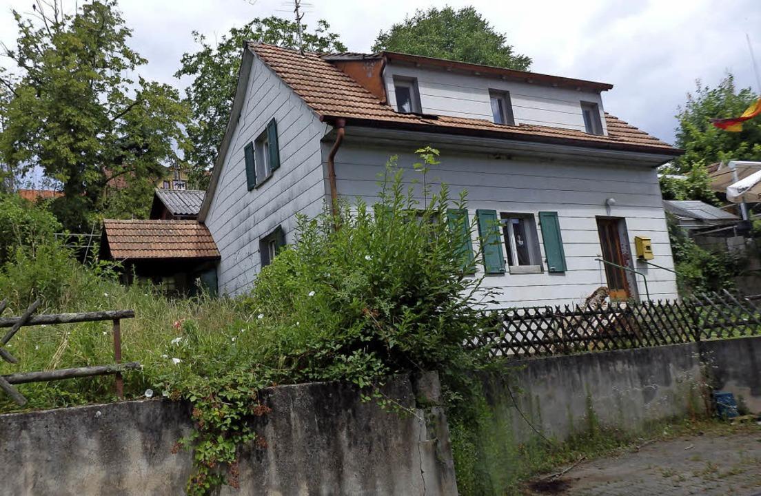 Abriss-Objekt: Das kleine Haus im Erst...inheiten und neun Garagenstellplätzen.  | Foto: Johanna Högg