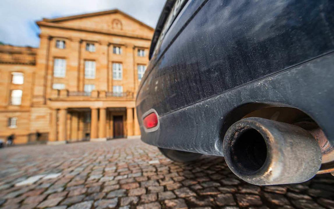 Diesel der Euronorm 4 sind in Stuttgart ab 2019 nicht mehr erlaubt.  | Foto: dpa