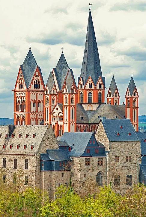 Weithin sichtbares, imposantes Wahrzeichen des Lahntals: der Limburger Dom    Foto: © mojolo, stock.adobe.com