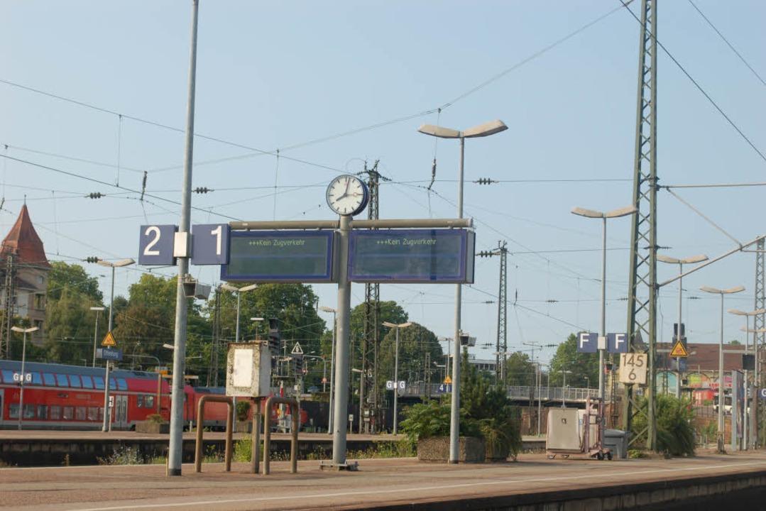 Wegen des Einsatzes ist der Bahnhof Of...g am Donnerstag Morgen teils gesperrt.