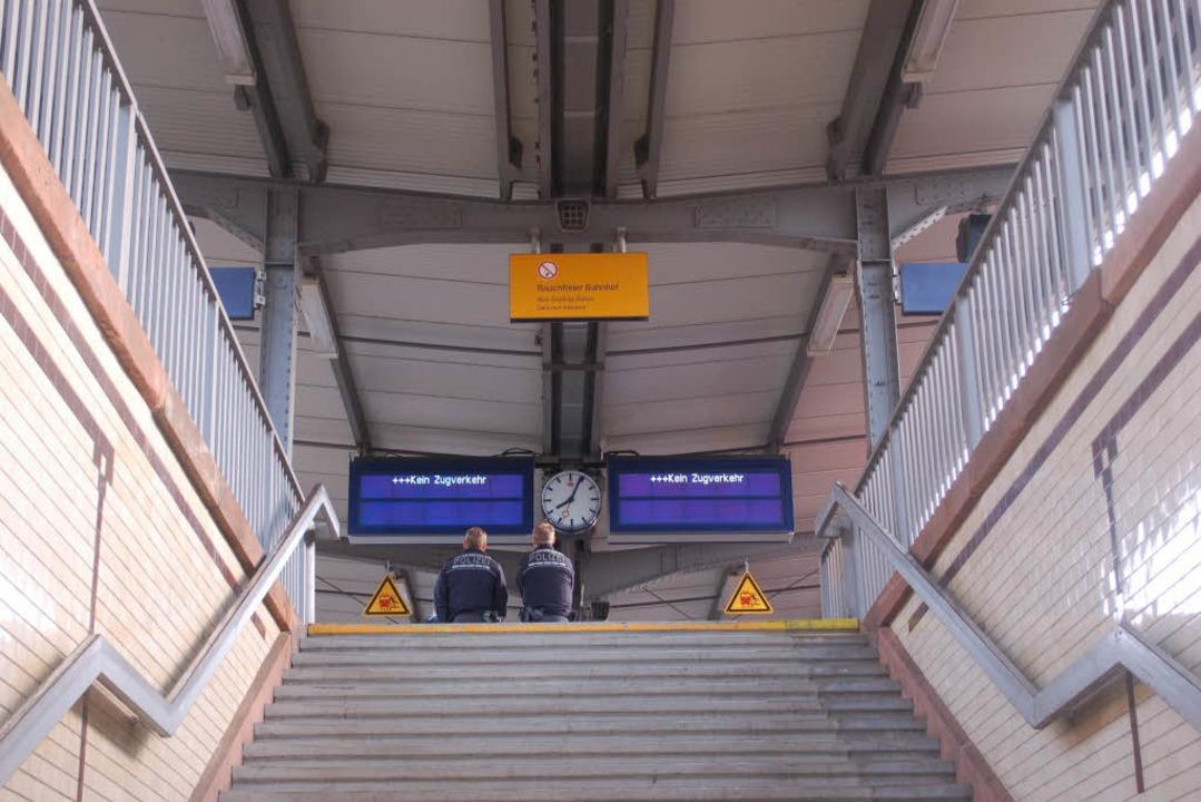 Im Bahnhof Offenburg sind Gleis 1 Und ...ge werden über andere Gleise geleitet.