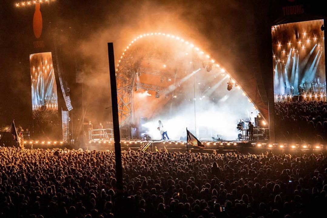Die Gorillaz auf der Festival-Bühne im dänischen Roskilde.    Foto: dpa