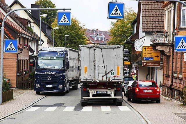 Bei Tempo 30 in Freiburg: Schicken Navis Lkw durch den Hochschwarzwald?