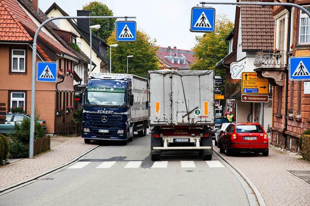 Ist die B31 dicht, weichen Lkw über di...enn in Freiburg überall Tempo 30 gilt?  | Foto: Dominic Rock