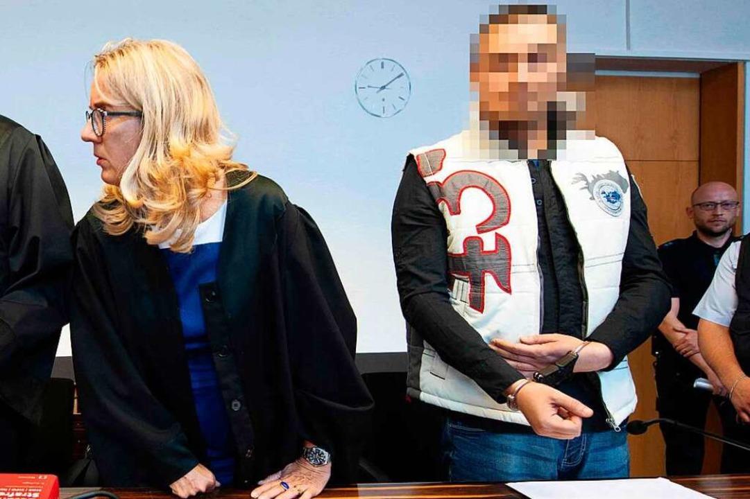 Christian L. neben seiner Verteidiger Martina Nägele auf der Anklagebank.  | Foto: Thomas Kienzle (AFP)
