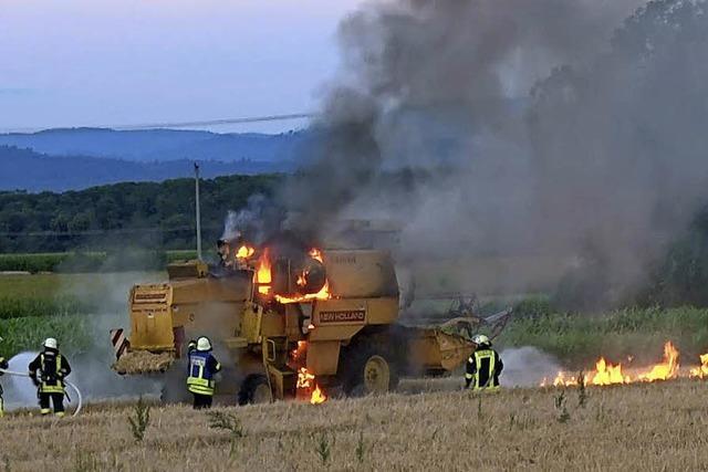 Mähdrescher in Flammen