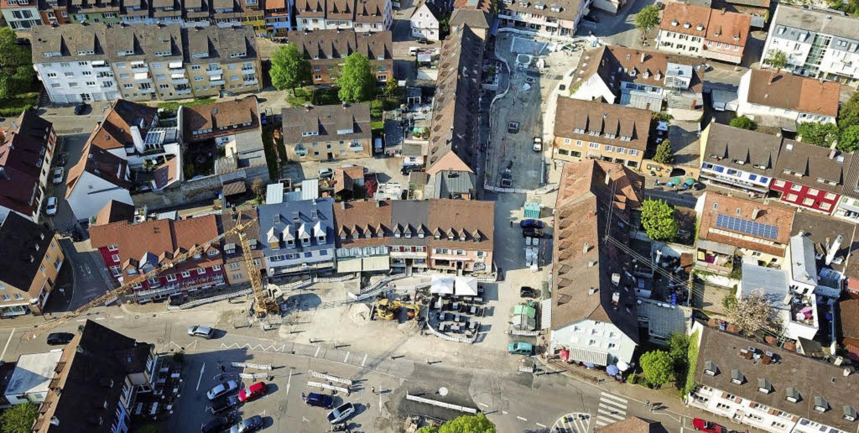 So sah die Baustelle am Breisacher Mar...hon die ersten Pflasterflächen fertig.  | Foto: Michael Saurer