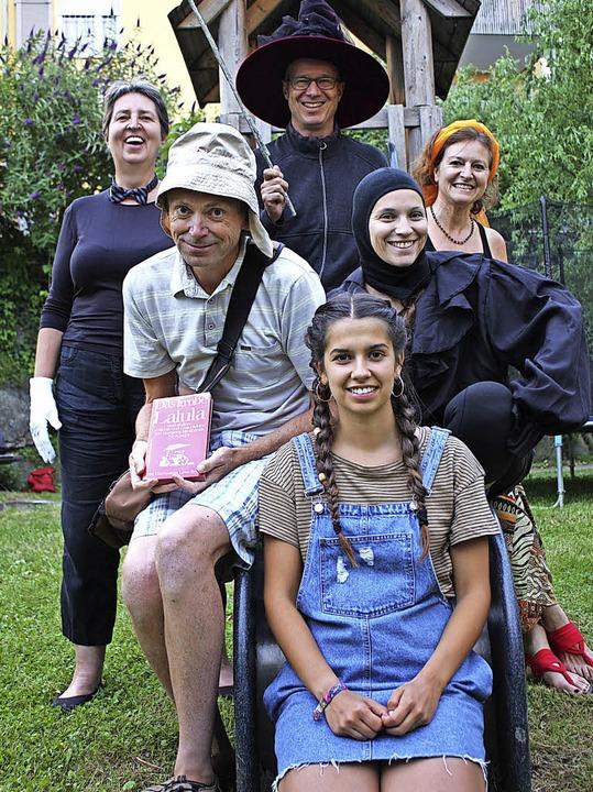 Monika Wirth (hinten von links), Andre...lich und zugänglich Theater spielen.      Foto: Gabriele Fässler