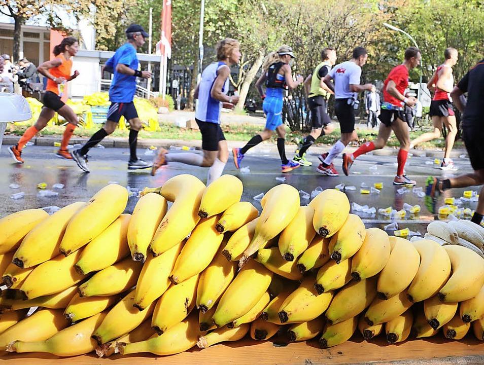 Wichtiger Aufbaulieferant beim Triathlon: Bananen   | Foto: symbolfoto: dpa