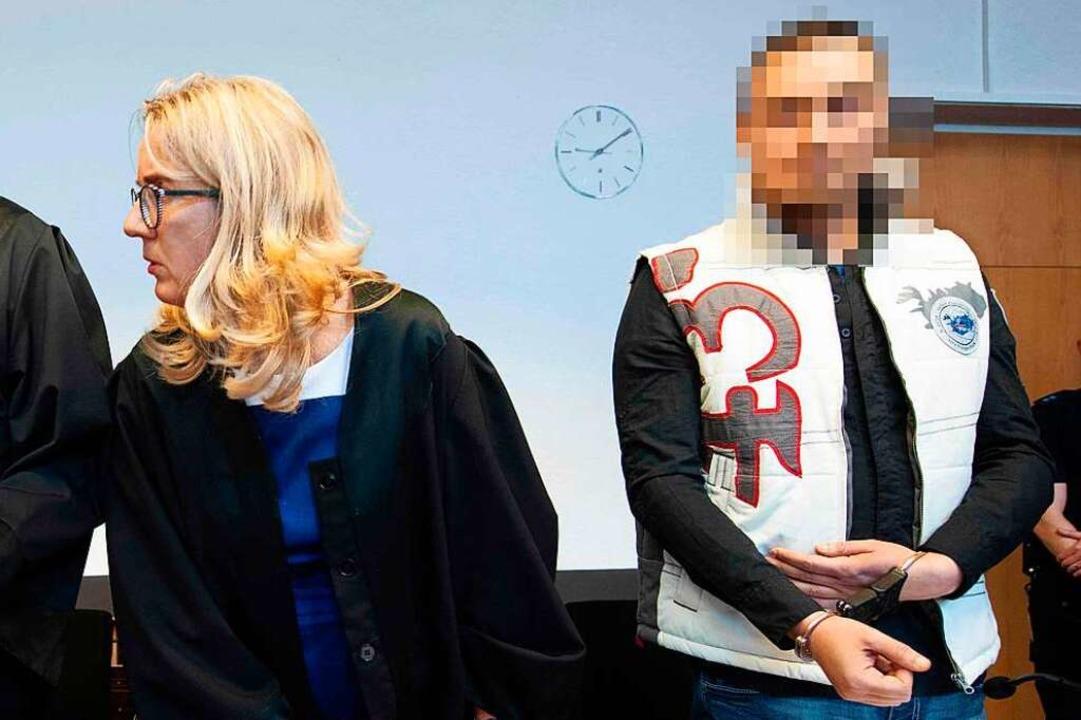 Christian L. neben seiner Verteidigerin Martina Nägele auf der Anklagebank.  | Foto: Thomas Kienzle (AFP)