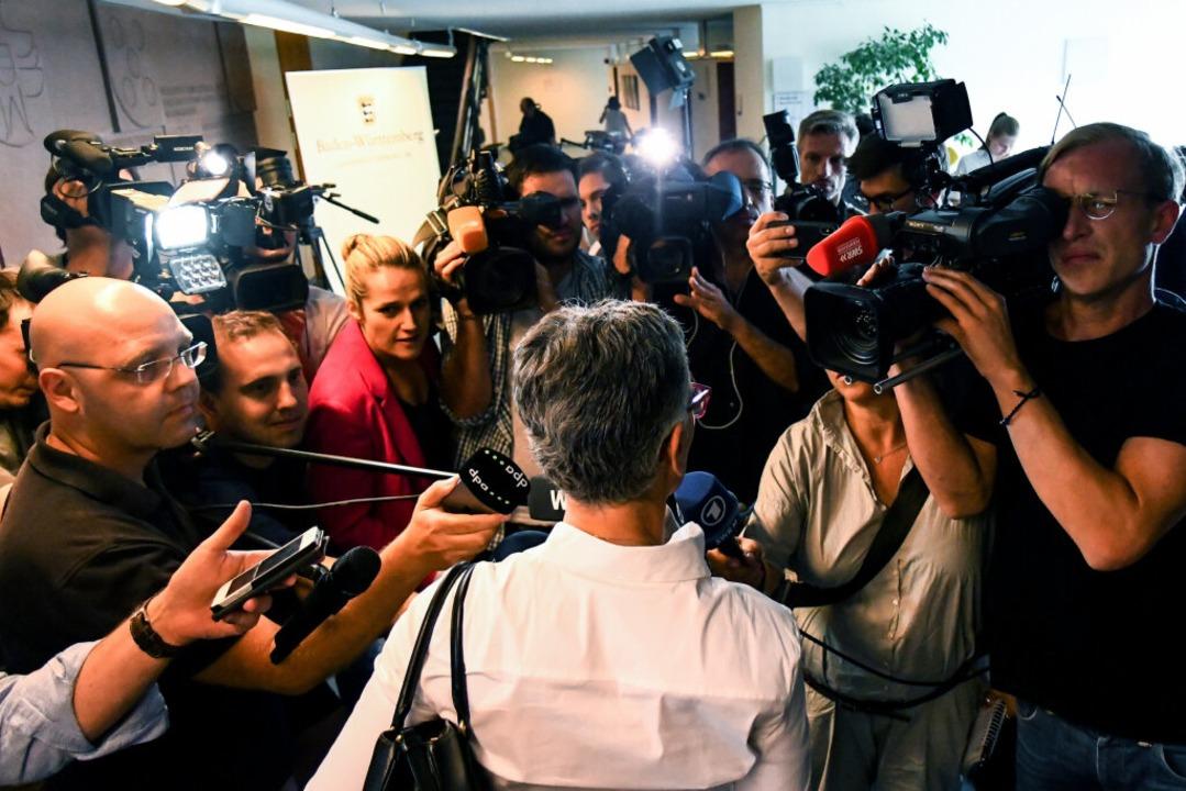 Nikola Novak stellt sich beim Auftakt ... der Journalistinnen und Journalisten.  | Foto: dpa