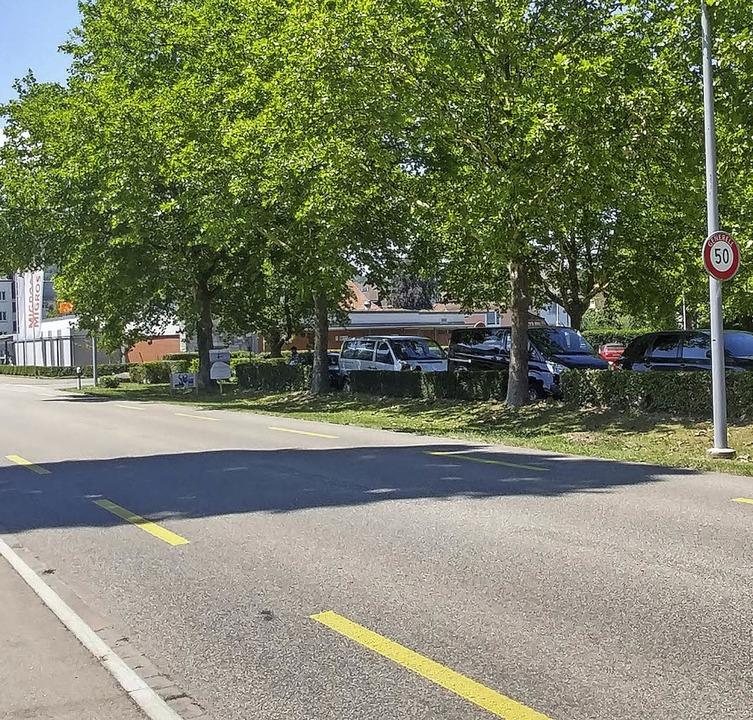 Die Novartis will den Parkplatz bei der Migros in Stein verkaufen.   | Foto: Held