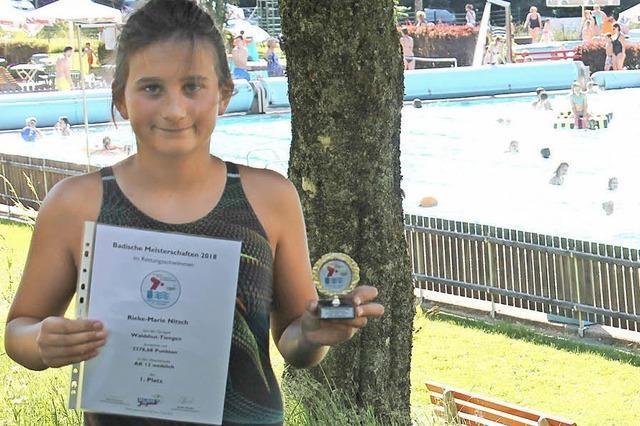 Erstklassige Rettungsschwimmerin