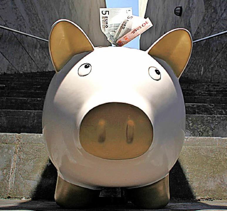 Knapp 300000 Euro konnte Heuweiler im ...#8211; die Rücklagen – stecken.   | Foto: dpa