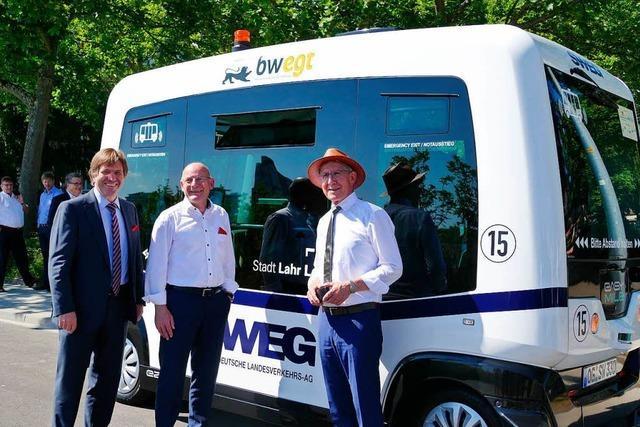 Winfried Hermann testet autonom fahrenden Bus – auch Europapark zeigt Interesse