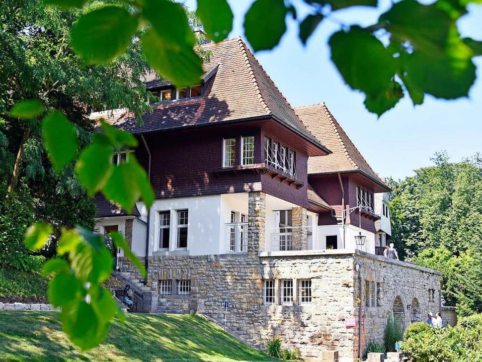 Auktionator Sorgt Mit Möbel Ausverkauf Aus Villa Für Skepsis