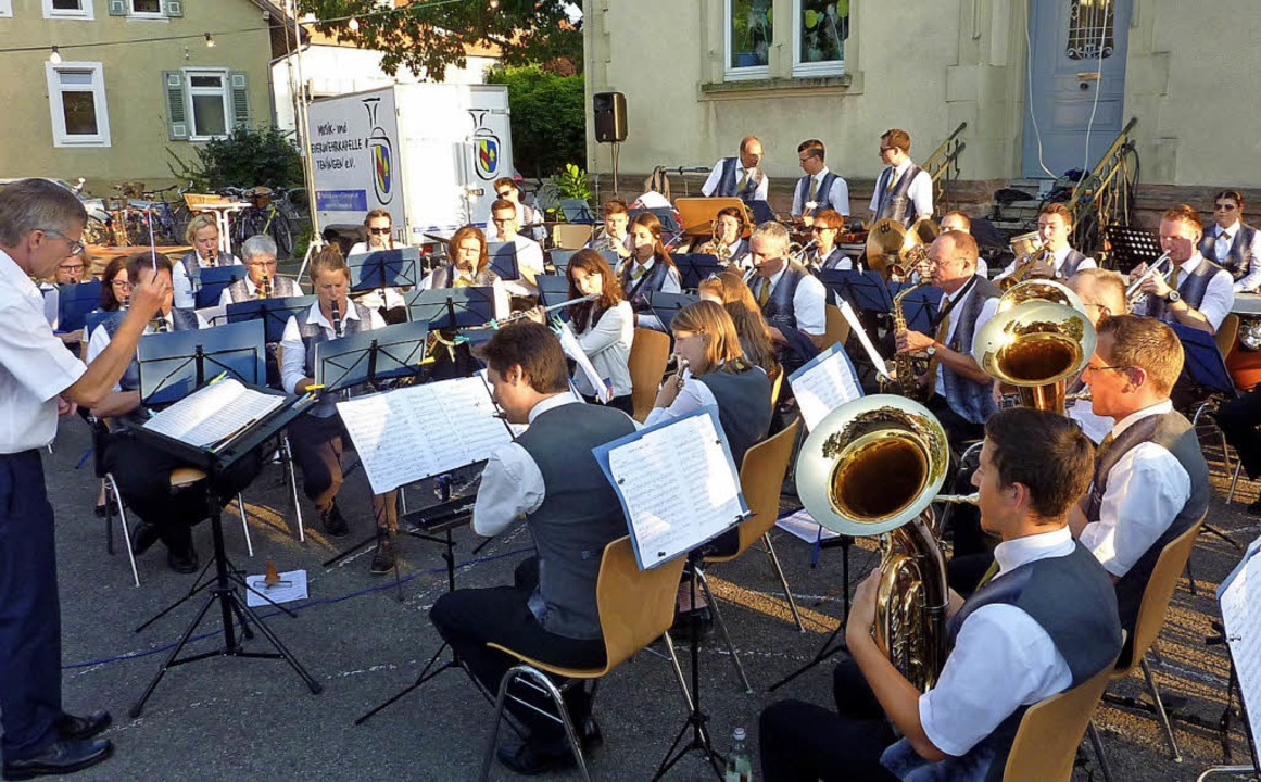 Ein höchst abwechslungsreiches Sommerk... Musik- und Feuerwehrkapelle Teningen.  | Foto: Karlernst Lauffer