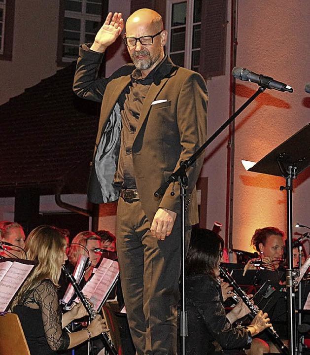 Hier gibt Carsten Fuhrmann (Tenor) dem...t in Gestik und Mimik besondere Würze.  | Foto: Karin Heiß