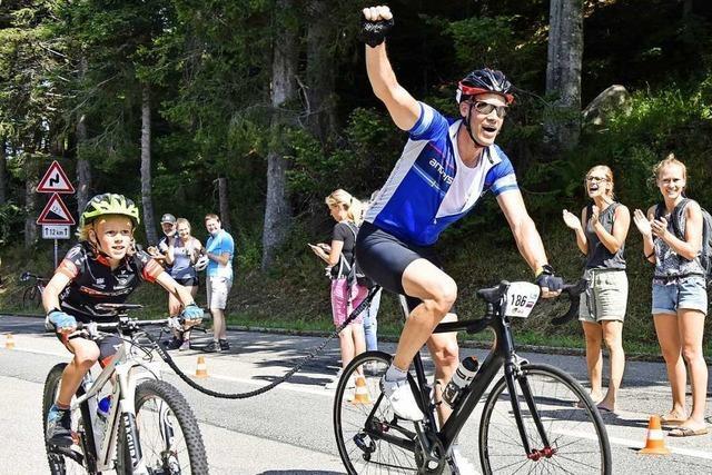 600 Radfahrer, Inlineskater und Skiroller fahren beim Schauinslandkönig mit