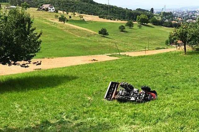 Traktor überschlägt sich: Tödlicher Unfall bei Muttenz