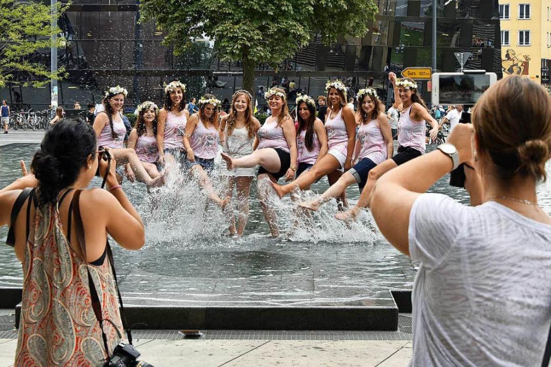 Nicht jeder Besucher geht sensibel mit dem Gedenkbrunnen um.    Foto: Michael Bamberger