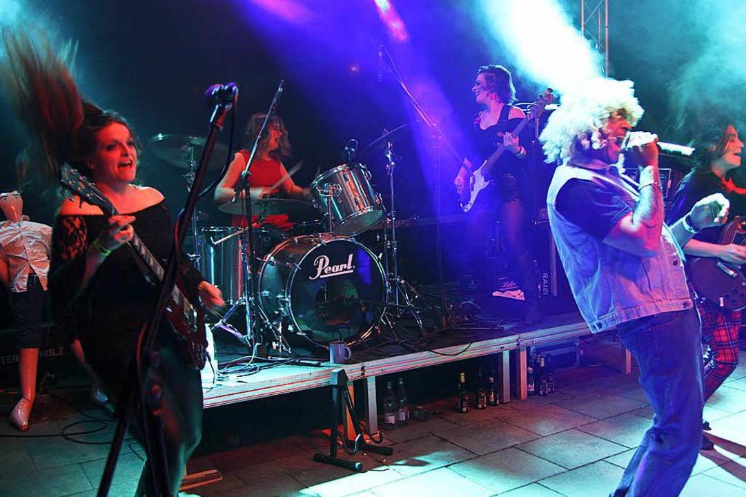 Die Ladies Ballbreaker heizten dem Publikum ein.  | Foto: Pressefoto St. Josefshaus Herten